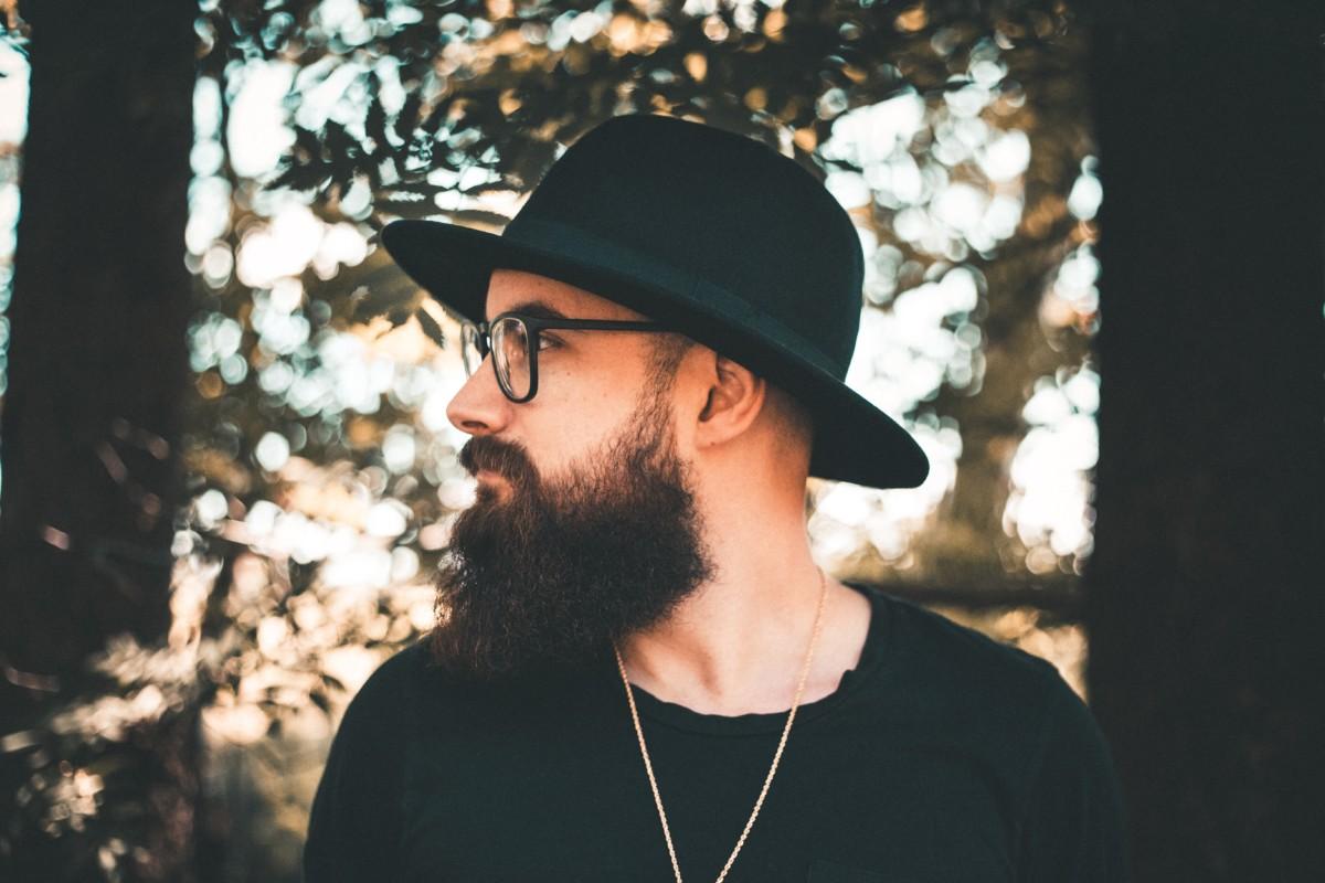 Pielęgnacja brody – czy warto korzystać z usług Barbera?